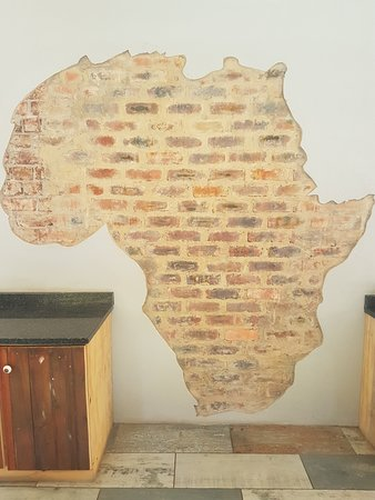 Pretoria Backpackers and Travellers Lodge: Wall Art