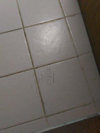 half off 9cb22 fc58a Impronte di scarpe sul pavimento - Picture of Geneva Hotel ...