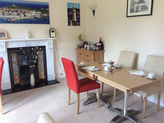 Chy an Gwedhen: Dining room