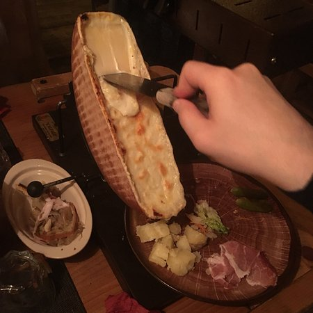 Restaurant la table a raclette dans saint julien en - La table a raclette ...