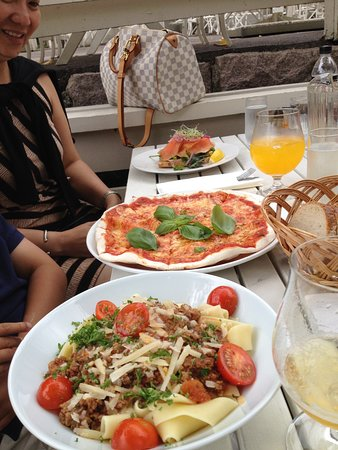 Herregardskroa: Pasta, pizza and burger dishes.