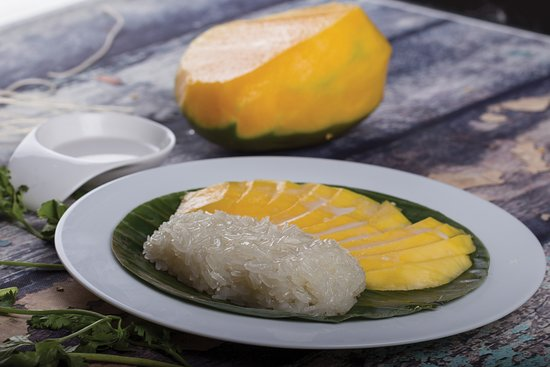 Isa Town, บาห์เรน: Khao Neaw Mamuang - Ripe Thai mango and steamed sweet sticky rice, in coconut milk