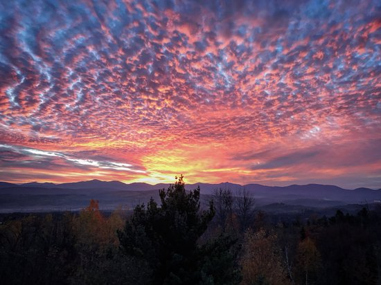 Milan, Nueva Hampshire: Sunrise from the fire tower