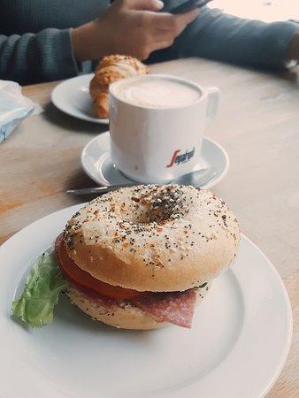 yumm yumm latte macchiato bild von cafe may hamburg tripadvisor. Black Bedroom Furniture Sets. Home Design Ideas