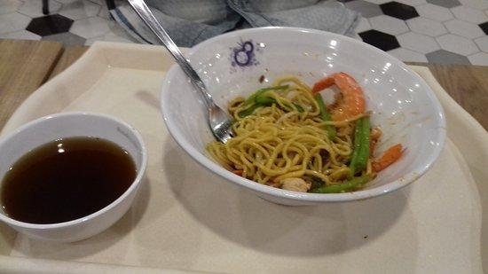 Shaw Centre: Noodle con verdure e gamberi