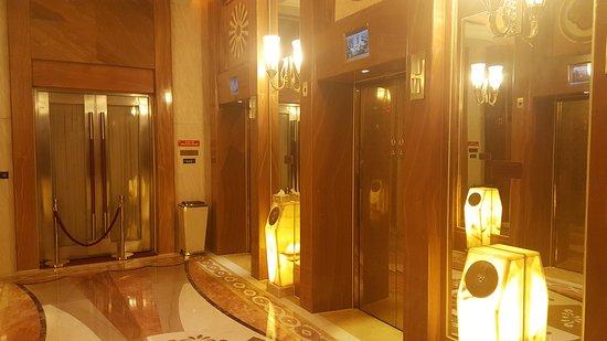 Pinghu, Çin: zona ascensores