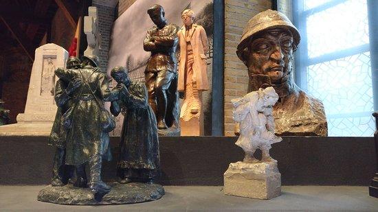 """Πολεμικό Μουσείο Φλάνδρας: """"In Flanders Museum"""": Exponate zum Thema Abschied und Verlust."""
