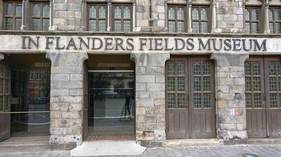 """Πολεμικό Μουσείο Φλάνδρας: """"In Flanders Museum"""": Haupteingang"""