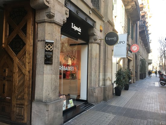 Hostal Ciudad Condal: Entrada y alrededores calle Mallorca