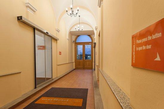 easyHotel Budapest Oktogon: entrance