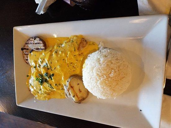Bravo Peruvian Cuisine: Lluquitas a la huancaina, Pescado al Ajo, Lomo saltado con rissoto y Arroz chaufa de mariscos.