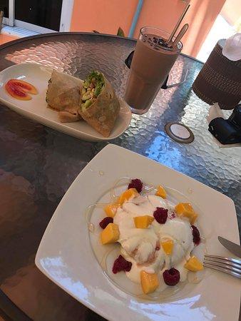 Fitness Cafe: Mango Pancakes