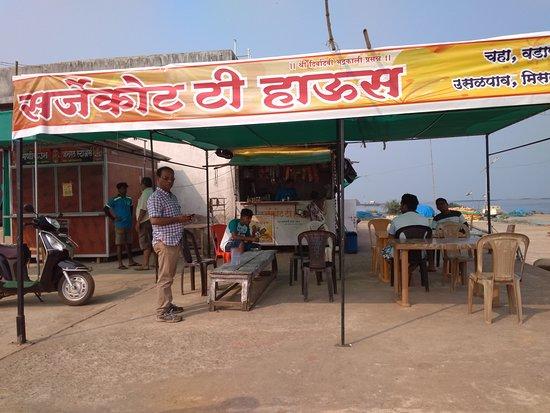 Malvan, อินเดีย: An eatery at Sarjekot