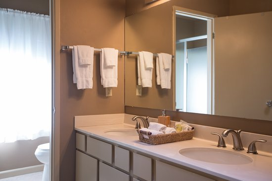 King Value Room Bathroom B B Setting Also Part Of The Master Suite