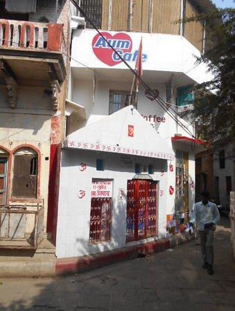 Foto fr n ett f nster p aum picture of aum cafe for Aum indian cuisine