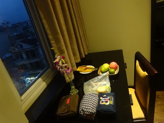 ORCHID HOTEL: Daily fresh fruits on the table.