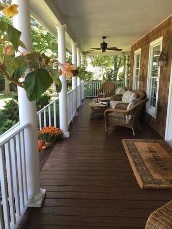 The Harvest Inn: Thefront porch is so popular...