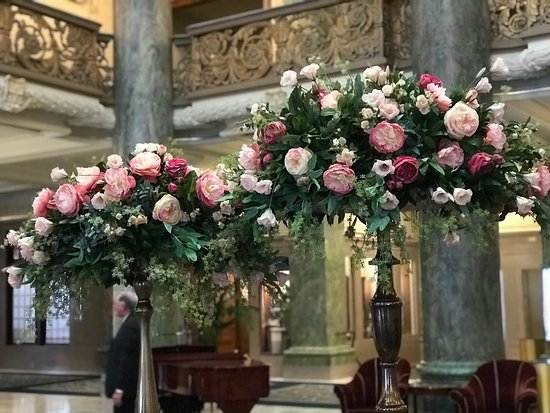 Joseph Smith Memorial Building : Beautiful floral displays in the lobby of the JSM building