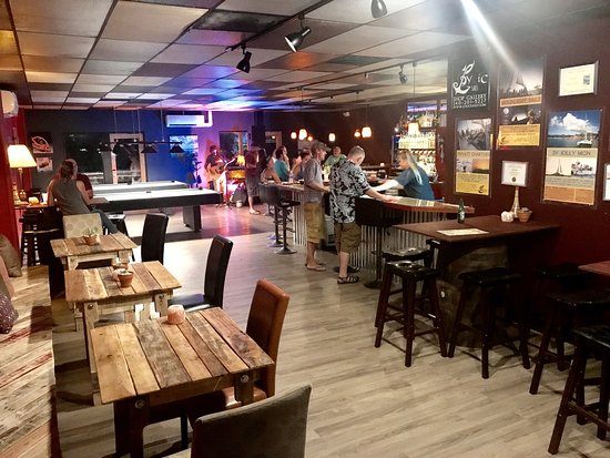 Tap Deck Bar & Billiards