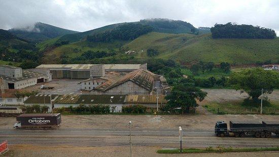 Manhuacu: Visão dos quartos de frente para a Br262