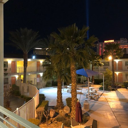 Motel 6 Las Vegas - Tropicana: photo1.jpg