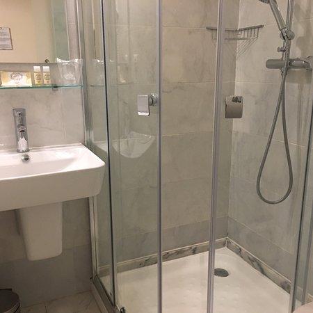 باو ديا أسوكر هوتل: Basic room with basic amenities. Quite disappointed in the room and atmosphere for the price.