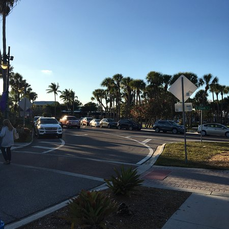 St. Armands Circle : photo1.jpg