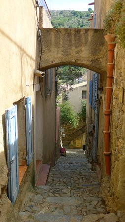 PALAZZU PIGNA : village of Pigna - this street is close to the hotel