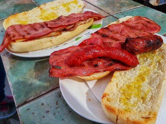 Deliciosos Bocatas en El Chiringuito - Carnes a la Brasa en Salinas (Alicante)