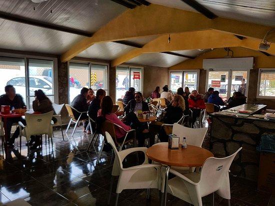 Nuestros clientes disfrutando en El Chiringuito - Carnes a la Brasa en Salinas (Alicante)