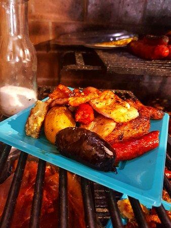 Un menú espectacular en El Chiringuito - Carnes a la Brasa en Salinas (Alicante)
