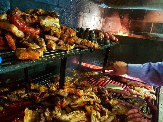 La parrilla del comedor principal en El Chiringuito - Carnes a la Brasa en Salinas (Alicante)