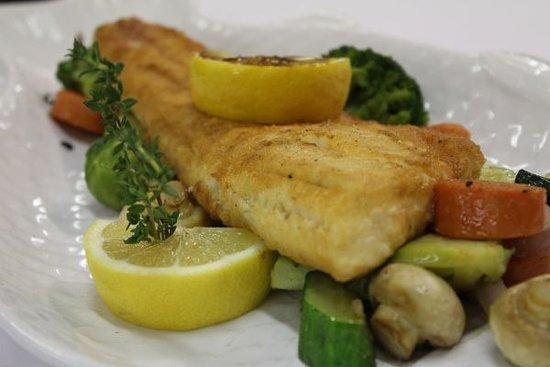 Lajosmizse, Hungria: Fűszeres sült hal roppanós zöldségekkel