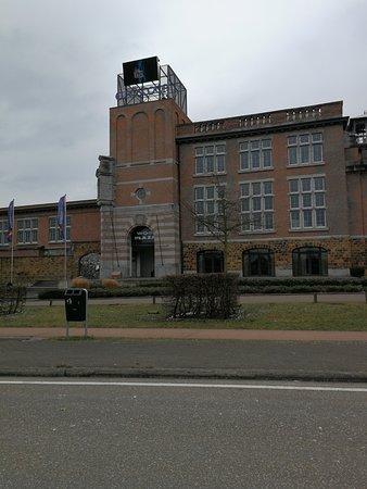 Genk, Belgium: De voorgevel