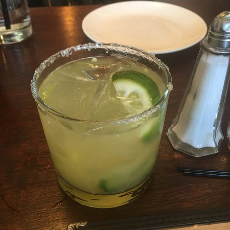 Piermont, NY: Entrance, menus, my margarita, short ribs and coffee
