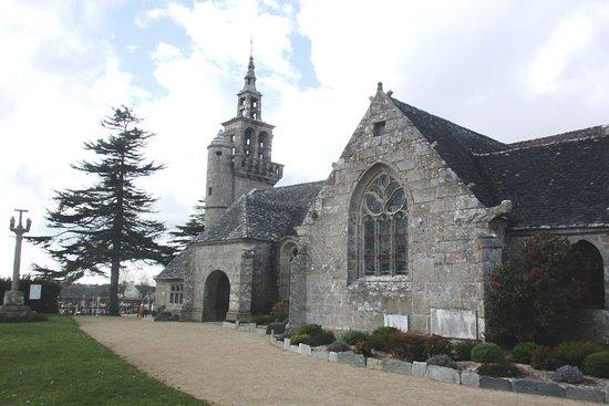 Eglise Saint-Pierre et Saint-Paul et enclos Paroissial de Ploulec'h