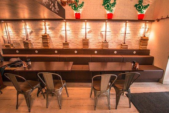 Re:Fresh Restaurant & Music Club: Entrance dining area