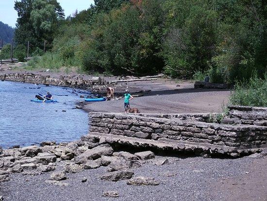 St. Johns Bridge: Willamette River access under the bridge