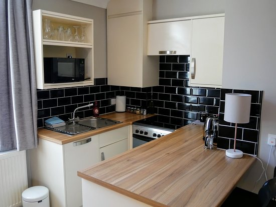 Studio Apartment Kitchen - Picture of Peartree Serviced ...