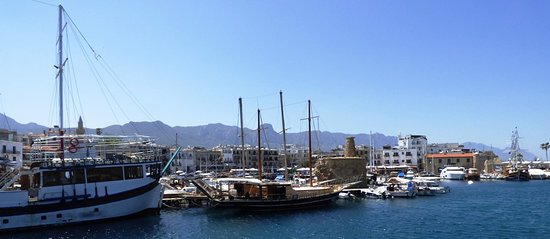 Hafen von Kyrenia (Girne): View of the harbour from the breakwater.