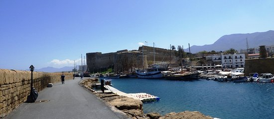 Hafen von Kyrenia (Girne): Kyrenia Castle from the breakwater.