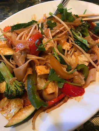 Thai Palace: Pad see ew (veggie)