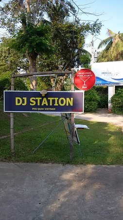 DJ Station Pool Party Bar & Grill