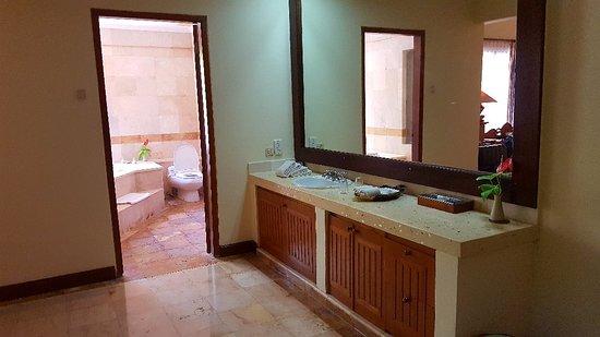 Parigata Villas Resort: 20180319_114749_large.jpg