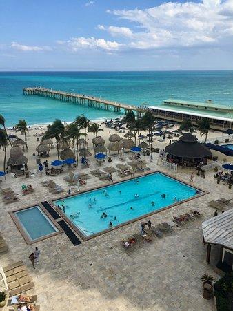 Newport Beachside Hotel And Resort Pool View