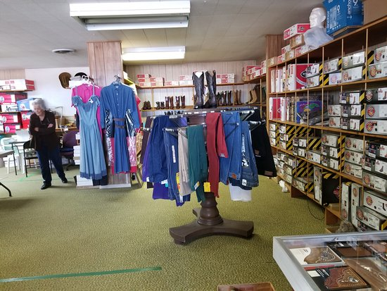 Lordsburg, نيو مكسيكو: Western ware galore at Verla's