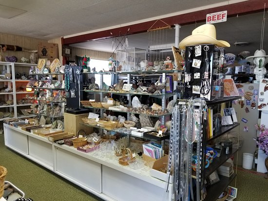 Lordsburg, Nuevo Mexico: Gifts and rocks at Verla's a.k.a. Border Rock Shop