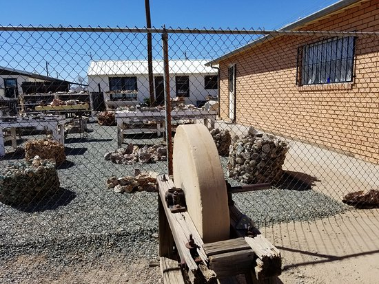 Lordsburg, NM: Grinding wheel and outdoor rock shop at Verla's