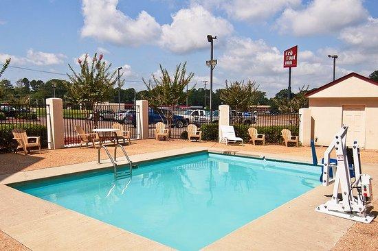 Brandon, MS: Pool