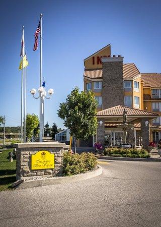 Monte Carlo Inn Barrie Suites: Exterior